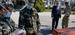 Ambasada britanike i dhuron Armatës pajisje për luftën kundër Kovid 19