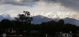 Karantina altındaki Hindistan'da, Himalayalar 30 yıl sonra tekrar görüldü