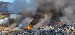 Në Tetovë arrin tymi dhe kundërmimi i pakëndshëm nga deponia e djegur Rusino