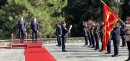 """Pahor u prit në vilën """"Vodno"""" me nderimet më të larta shtetërore dhe ushtarake"""