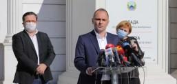 Работа на економските оператори до 23 часот, исполнетост на јавниот превоз до 50 отсто и редуцирана работа на администрацијата, најави Филипче