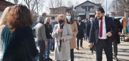 Teuta Arifi viziton fshatin Poroj