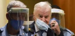 """'Srebrenitsa Kasabı' Mladiç """"soykırım"""" suçundan ömür boyu hapse mahkûm edildi"""