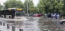 Поплави предизвикаа хаос во Романија