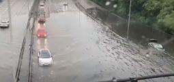 Поплави во Лондон, граѓаните повикани да не патуваат во ризични услови