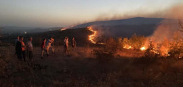 Пожари на десетина локации низ Македонија, во гаснењето вклучена и Армијата