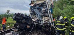 Përplasen 2 trena në Çeki, 3 viktima dhe 31 të plagosur