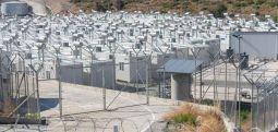 Elektronik çiple girilen 'kapalı' mülteci kampı Sisam adasında açıldı