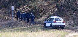 Croatian prosecutors suspect police of inhumane treatment of migrants, says daily