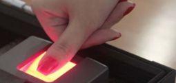 Гласачите треба да го дезинфицираат прстот пред употреба на отпечаток од прст